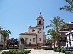 Iglesia de San Pedro, desde la plaza de mismo nombre.
