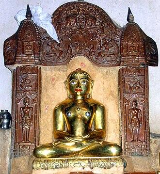 Shantinatha - Shwetambar Shantinath idol with symbol of a deer
