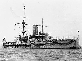 HMS Barfleur (1892) - Barfleur at anchor, after 1904
