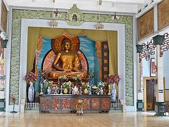 Xá Lợi Pagoda - The gilded statue of Gautama Buddha dominates the shrine.
