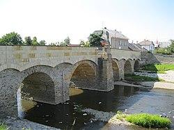 Silniční most se sochou sv. Jana Nepomuckého (Litovel).JPG