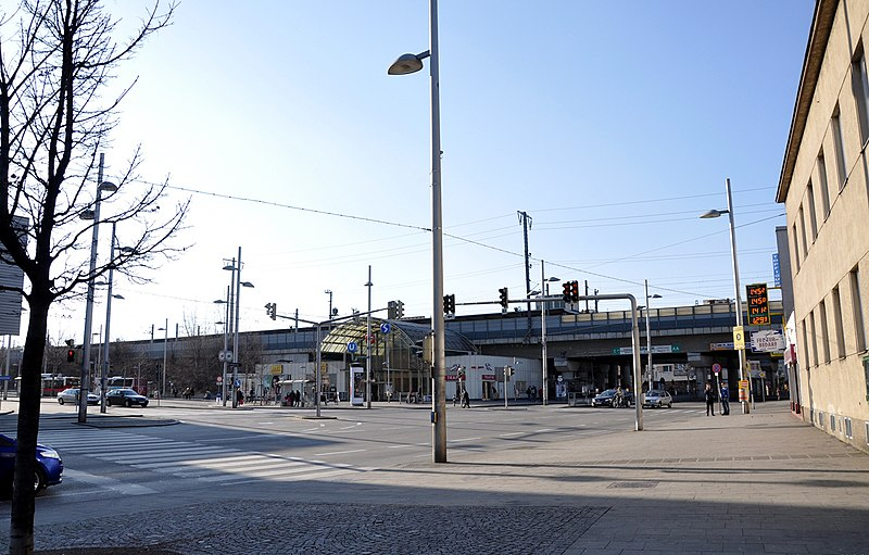File:Simmering metro station northern entrance 2012-03.jpg
