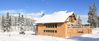 Ski lodge structure that provides amenities for skiers and snowboarders