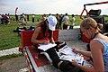 Skoczkowie na starcie spadochronowym, Gliwice 2010.06.13 (04).jpg