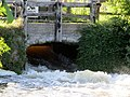 Sluice gate open..... Mill Pond - Yarwell May 2014 - panoramio.jpg