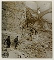 Soldaten in de ruïnes van het Alcázar In den Trümmern des Alkazar (titel op object), NG-2011-9.jpg