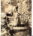 Sommer, Giorgio (1834-1914) - n. 8824 - Anacapri, contadina con anfora.jpg