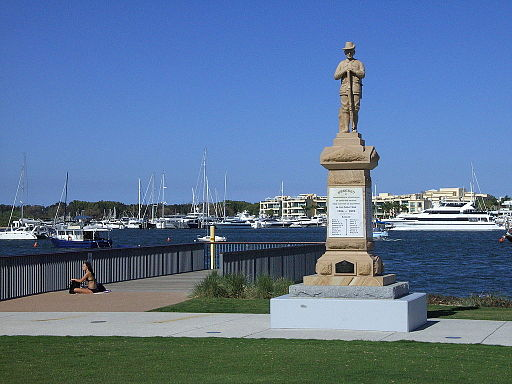 Southport QLD ANZAC Park 20111107-statue