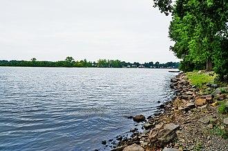 Lake Saint-Louis - Lake St. Louis at St-Anne-de-Bellevue looking towards Île Perrot