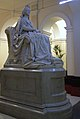 Statue of Queen Victoria, St Thomas' Hospital, London.jpg