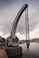 Steam Crane Dangling (15345888509).jpg