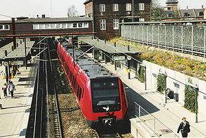 Valby station - S-train platforms at Valby station, seen from the Toftegårds Alle bridge