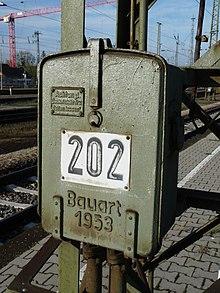 Stroomonderbreker bediening in Karlsruhe Hauptbahnhof.jpg