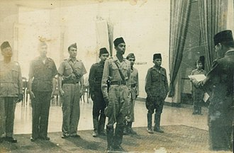 Sudirman - Sudirman taking the oath for becoming the commander of the Armed Forces in-front of Sukarno in 1947