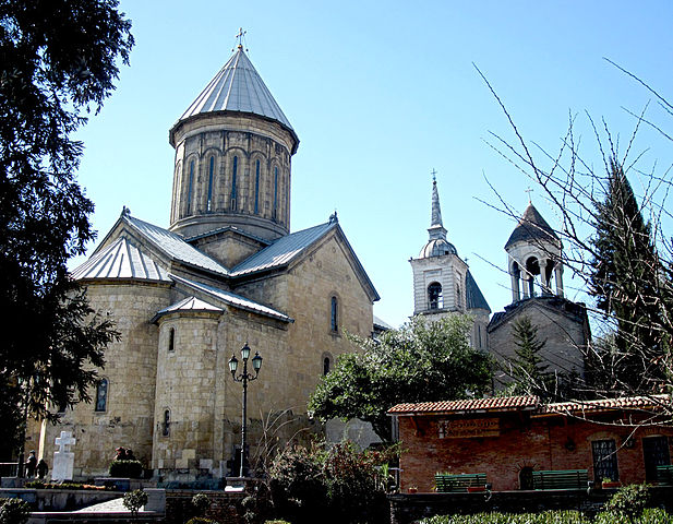 http://upload.wikimedia.org/wikipedia/commons/thumb/4/46/Tbilisi_Sioni_Cathedral_in_Georgia%2C_Spring_2011.jpg/617px-Tbilisi_Sioni_Cathedral_in_Georgia%2C_Spring_2011.jpg?uselang=ru