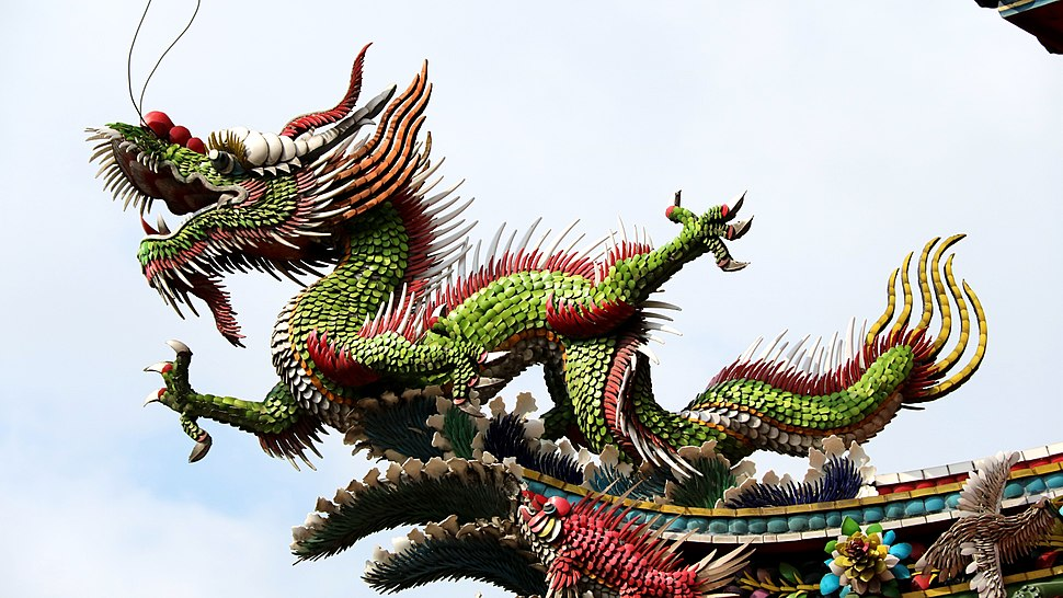 Temple rooftop dragon in Taiwan (1)