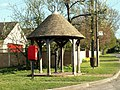 The sheltered pump in Kingston - geograph.org.uk - 1243943.jpg