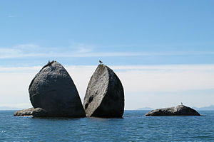 The split apple rock (4448821244).jpg