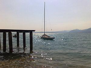 Barca ormeggiata a Torri del Benaco (Lago di Garda)