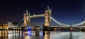Tower Bridge at dawn 24-01-2015.jpg