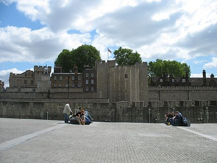 The cobbled surface of Tower Hill to the north of the Tower of London. Over a period of 400 years, 112 people were executed on the hill. Tower Hill, 2006.jpg