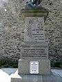 Trédarzec. Monument aux Morts. Embase biligue.jpg
