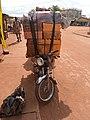 Transport de bidon d'huile rouge.jpg