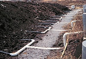 Manure pit with treatment hose