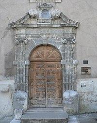 Tullins - porte du couvent Notre Dame des Grâces.jpg