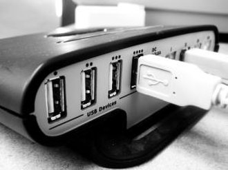 "USB hub - A four-port ""long cable"" ""external box"" USB hub"