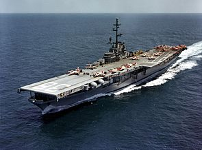 USS Antietam (CVS-36) operating training aircraft on 19 April 1961 (KN-4834).jpg