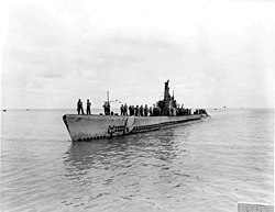 USS Manta (SS-299) entering port on 10 September 1945.jpg