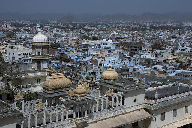 Udaipur By ArishG (Own work) [CC BY-SA 3.0 (https://creativecommons.org/licenses/by-sa/3.0)], via Wikimedia Commons