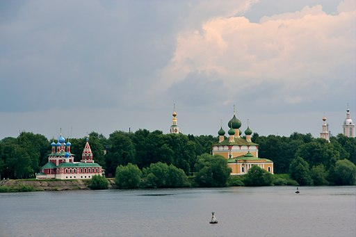 Uglich Dimitrij church and cathedral from riverside