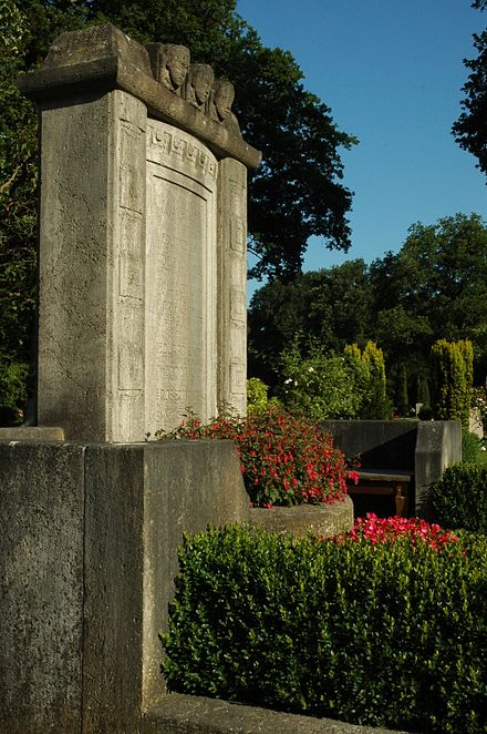 Grabmal Holler Ichon 1912