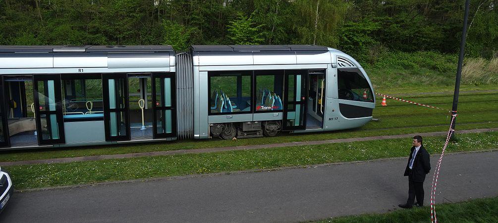 Valenciennes & Anzin - Déraillement de la rame de tramway n° 17 à la sortie du dépôt de Saint-Waast le 11 avril 2014 (011).JPG