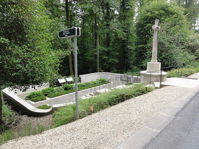 Villers-Cotterêts (Aisne) CWGC-cemetery Guards' Grave Villers-Cotterets Forest