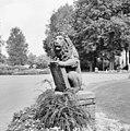 Voorplein van het klooster, linker leeuw (tuinbeeld) - Nieuwkuijk - 20334870 - RCE.jpg