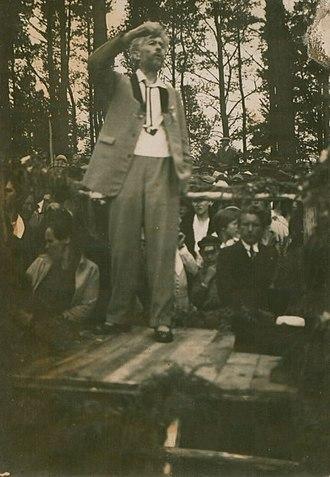 Vydūnas - Vydūnas holding a funeral speech in 1931 m.