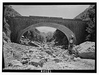 Wady J'Meijina (?), the bridges. Sunnin seen in distance under arch LOC matpc.12711.jpg