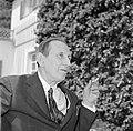 Walter Mehring zittend op een terras, Bestanddeelnr 254-5065.jpg