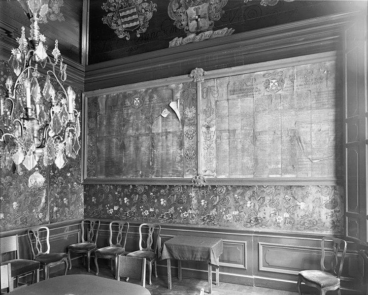 File:Wand met namen van kerkmeesters in bestuurskamer - Leiden - 20134239 - RCE.jpg