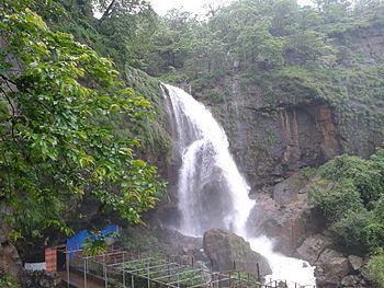Waterfall in Shivthar Ghalai, Sahyadri Mountains.jpg