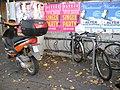 Wegen dem Taxistand gegenüber wähnte ich meinen Fahrrad-Anhänger hier sicher. Trotzdem wurde er gestohlen, Foto vom 17. 11. 2012. - panoramio.jpg