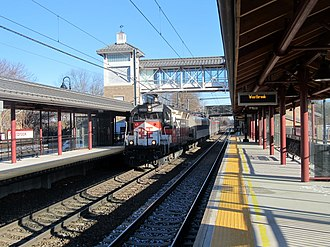 Westbrook station (Connecticut) - A westbound Shore Line East train at Westbrook station in 2017
