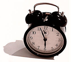 250px-Windup_alarm_clock