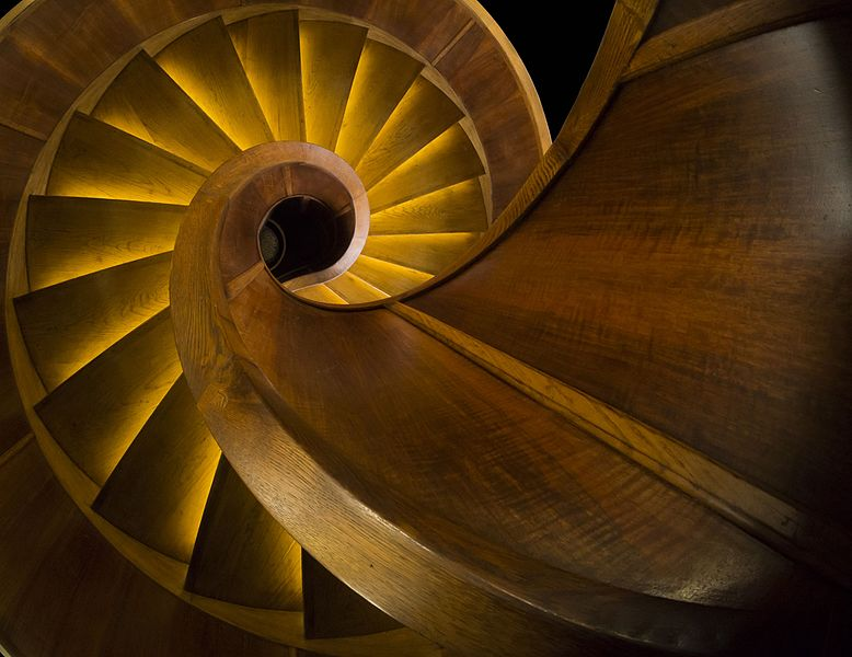 File:Wooden spiral stairs (Nebotičnik, Ljubljana) croped.jpg