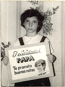 Sánchez in 1982 holding a sign.