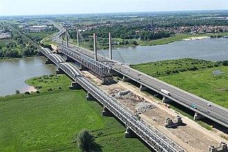 Zaltbommel - Image: Zaltbommel Waalbruggen 001