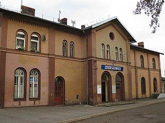 Zdzieszowice - Image: Zdzieszowice, dworzec kolejowy (01)